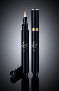 Giordani Gold Aydınlatıcı - Kapatıcı .... İpeksi dokuya sahip kalem şeklindeki likit kapatıcı, cildi aydınlatır ve yorgunluk izlerini gizleyerek canlı bir görünüm verir... SAF MÜKEMMELLİK KUSURSUZ BİTİRİŞ..