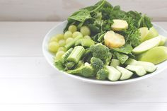Werbung Mhhmm. Eine große Schüssel Salat. Knackig und grün, lecker! Doch irgendwie fehlt das Dressing. Und Äpfel und Trauben neben...