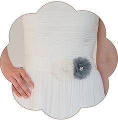Braut Gürtel mit Seiden Blüte/n in Ivory und Grau. 24 Farben. Wedding Belts, Sashes, Ribbons- Bridal Accessories. Ivory grey silk flower