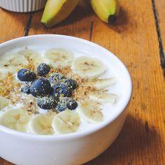 Por fin viernes! Toca mi desayuno preferido: kefir, lino y frutas ✔️