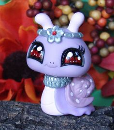 July Birthstone lady Snail Littlest Pet Shop OOAK Custom hand painted figure Little Pet Shop, Little Pets, Biker Halloween, Doodle Bear, Custom Lps, Lps Pets, Lps Littlest Pet Shop, Cute Clay, Cute Crafts
