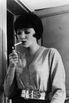 "Anna Karina, in Jean-Luc Godard's "" Vivre Sa Vie ""( 1962 ). The 'look' Uma Thurman sported years later in Q. People Smoking, Smoking Ladies, Girl Smoking, Smoking Kills, Anna Karina, Stephane Audran, Divas, French New Wave, Jean Luc Godard"