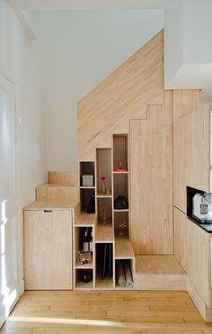 L'idée du projet consista  à ne garder que l'enveloppe extérieure ainsi que les planchers de  l'appartement en duplex. Le concept était de tout intégrer afin de n'avoir qu'à amener son lit et un canapé comme unique mobilier dans une recherche...