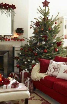 Attirant Christmas Tree Scene ~ Christmas Decor In Red ~ Just Perfect!