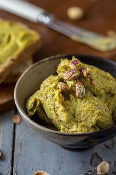 Hummus ai pistacchi e timo Cookbook Recipes, Cooking Recipes, Salsa Italiana, Cooking For Dummies, Pesto, Vegetarian Recipes, Healthy Recipes, Mousse, Appetisers