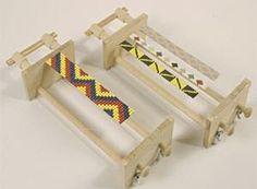 Hoy os presentamos como tejer tus pulseras con un telar indio Con él se pueden hacer tejidos de abalorios en cuadrícula. Para tejer en el ...