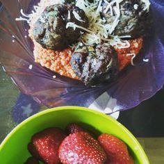 Lunch + best desert 🍓💖😁 #diet #beef #meatballs #strawberryaddict #strawberries #lunch #desert #glutenfree #sugarfree #keto #tomatoes #fit #healthy #healthylifestyle #loosingweight #countingcalories #ementaler #cheese #healthydiet #healthyfood #cooking #masterchef #ketodiet #insulinresistant #quinoa