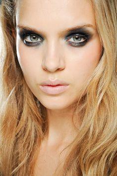 Panda-Augen Make-up
