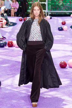 Christian Dior Fall 2015 Couture Collection Photos - Vogue
