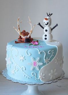 "If you are thinking about have a Frozen party, here are some awesome cake inspirations. If you want more, check out ""More Froze Party Cake. Frozen Party Cake, Disney Frozen Cake, Frozen Birthday Cake, Disney Cakes, Party Cakes, Birthday Cakes, Birthday Ideas, Birthday Parties, Beautiful Cakes"
