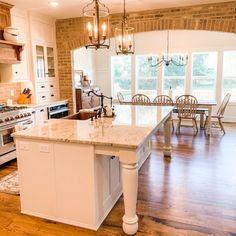 Cozinha provençal: 75 ideias para um ambiente rústico e moderno Sweet Home, Kitchen Island, Farmhouse, Dining, Home Decor, Nova, Kitchens, Instagram, Kitchen Grey