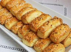 Ha szeretnél finom sajtosrudakat sütni, ezt a receptet megéri kipróbálni! Hozzávalók 50 dkg liszt, 10 dkg zsír, 2 dl tejföl, 3 dkg élesztő, 2...