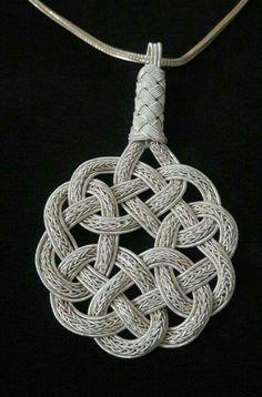 Gümüş kazaz Macrame Design, Macrame Art, Macrame Jewelry, Diy Jewelry, Jewelry Making, Chainmail Patterns, Macrame Patterns, Jewelry Knots, Bracelet Knots