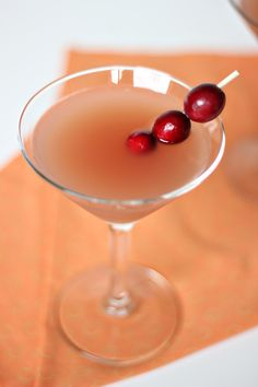 I had this cranberry martini recipe at a holiday party and everyone loved it. The cranberry juice mixes nicely with the liquor. It& a perfect smooth drink. Party Drinks, Cocktail Drinks, Fun Drinks, Yummy Drinks, Cocktail Recipes, Alcoholic Drinks, Beverages, Orange Martini Recipes, Cranberry Martini