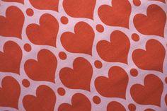 *Sweet Heart* Wintersweat von #ASTROKATZE #sweetheart #herzen #herzchen #hearts #herzchenstoff #stoffdesign #textildesign #organiccotton #rot #rosa #red #pink #diy #sewing Stoff Design, Retro, Hearts, Sweet, Pink, Textile Design, Fabrics, Candy, Hot Pink