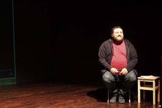 """Per me il Teatro non è un uomo, nonostante l'articolo. Sarebbe disarmonico chiamarlo """"La teatro"""" e quindi lasciamogli l'articolo appropriato… ma preferisco saperlo Donna. Non una donna qualsiasi, ma la Donna, la MADRE, mia madre, che con la sua vagina di legno mi partorisce ogni giorno diverso dal giorno precedente.- Michele Pagano, Regista e Direttore artistico del Festival delle ARTI(N)CONTEMPORANEE Ouverture. _Sguardo di Sara Pinna_"""