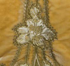 Бальное платье из коллекции музея Метрополитан и накидка из Vintage Textile.