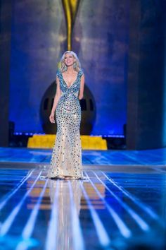 Miss Iowa Nicole Kelly wore Mac Duggal Pageant during the evening gown preliminaries at Miss America 2014.