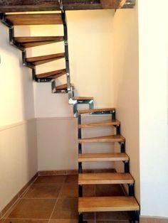 « La liberté, comme le courage, est un escalier qu'il faut gravir marche par marche – impossibilité d'enjamber ! » s'exclamait Gilbert Cesbron il y a quelques années. L'escalier n'est … Home Stairs Design, Railing Design, Interior Stairs, House Design, Metal Stairs, Modern Stairs, Staircase Handrail, Spiral Staircase, Small Space Staircase