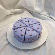(づ ̄ ³ ̄)づ ~ 𝐐&𝐀: cake or pie? Pretty Birthday Cakes, Pretty Cakes, Beautiful Cakes, Amazing Cakes, Card Birthday, Mini Cakes, Cupcake Cakes, Frog Cakes, Pastel Cakes