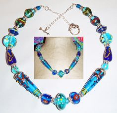 A collier whith handmade glass beads.