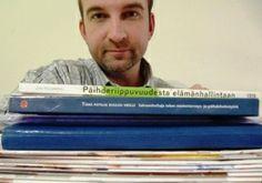 Oppikirjan kirjoittajat vastaan pilvipalveluihin lataajat. Sinä päätät kummat pärjäävät.  http://janholmberg.weebly.com/lue-mainio-blogia/laadukkaan-oppikirjan-kuolema