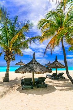 How to Take Good Beach Photos Types Of Photography, Aerial Photography, Landscape Photography, Beautiful Places To Travel, Beautiful Beaches, Mauritius Travel, Mauritius Island, Visit Maldives, Tropical Beaches