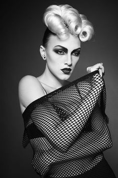 New post on ladydarkglam Avant Garde Hair, Creative Hairstyles, Crazy Hair, Professional Hairstyles, Creative Makeup, Hair Art, Makeup Art, Life Is Beautiful, Black And White