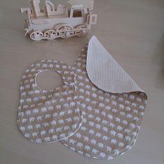 Baby Savana (Baby Burp Cloth and Bib) di Mennule su Etsy