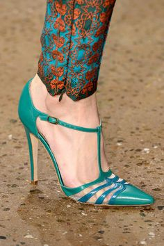 30 Chic Summer Shoes & Outfit Ideas - Street Style Look. The Best of heels in - Comfortable & Stylish Shoes for Women Fab Shoes, Pretty Shoes, Dream Shoes, Crazy Shoes, Beautiful Shoes, Cute Shoes, Me Too Shoes, Stilettos, Pumps