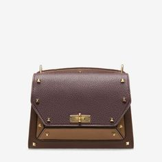 SUZY MEDIUM. Shop the medium Suzy shoulder bag from Bally. A neat leather shoulder bag complete with B-Turn lock and tonal hardware and chain strap.