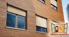 Tende da Sole a Caduta modello Glass Garage Doors, Windows, Outdoor Decor, Home Decor, Decoration Home, Room Decor, Home Interior Design, Carriage Doors, Ramen
