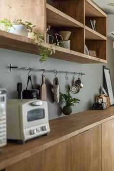 Japanese Kitchen, Japanese House, Kitchen Dining, Kitchen Cabinets, Kitchen Pantry Design, Scandinavian Kitchen, Furniture Inspiration, Apartment Design, Sweet Home