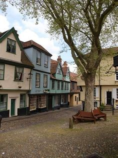 Elm Hill, Norwich: Lees beoordelingen van echte reizigers zoals jij en bekijk professionele foto's van Elm Hill in Norwich, Verenigd Koninkrijk op TripAdvisor.