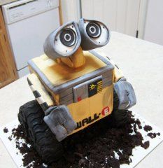 Wall-e Cake made by @Lavece Smith