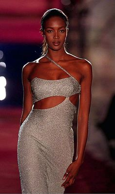 Naomi for Versace, f/w 1996/97. Kind of obsessed with vintage Versace