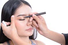 Tutkimus selvitti, millä meikkiniksillä silmät saa näyttämään suuremmalta - toimii todistetusti! - Uutiset - Radio Nova