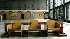 Na nádraží se dochovaly i původní sedačky s prostory na odkládání zavazadel.
