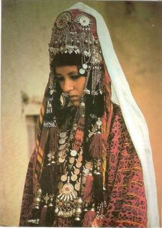 folkthings:  Postcard image | Portrait of a woman from Afghanistan