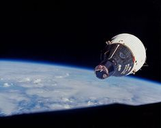 """Amy Shira Teitel on Twitter: """"Olde timey space picture for the day, a favourite shot of Gemini 7 as seen from Gemini 6 during rendezvous. 1965. http://t.co/C8mz8RgP4O"""""""