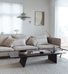 This stunning neutral Scandinavian living room packs plenty of punch thanks to tactile textures, thoughtful layers and streamlined furniture Home Decor Styles, Home Decor Accessories, Cheap Home Decor, Romantic Home Decor, French Home Decor, Small Living Rooms, Living Room Decor, Ikea Exterior, Söderhamn Sofa