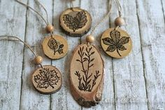 Who here has wanted to try wood burning?! Stamping and Wood Burning on Wood Slices, for lovely autumn accessories and decorations.