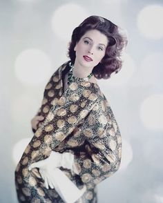 Suzy Parker November 1958 Vogue Cover Photo Karen Radkai