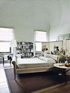 """Arkpad bedrooms Fabulous """"biombo"""" behind the bed !"""