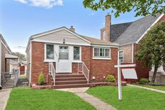 Single Family Property For Sale with 3 Beds & 2 Baths In Chicago-Clearing, IL (60638)