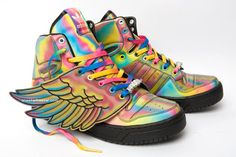 Designer Jeremy Scott and Adidas has collaborated on a sneaker for the Spring 2010 season. With ty-dyed rainbow colour, a black rubber sole, and a nice wing.