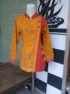 Blouse Batik, Batik Dress, Stylish Dress Designs, Stylish Dresses, Batik Muslim, Mode Batik, High Collar Blouse, Model Kebaya, Batik Fashion