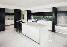 cuisine noir et blanc avec carrelage polis, carrelage poli brillant blanc Modern Decor, Kitchen Island, Kitchen Decor, Art Deco, Villa, Flooring, Table, Furniture, Plans
