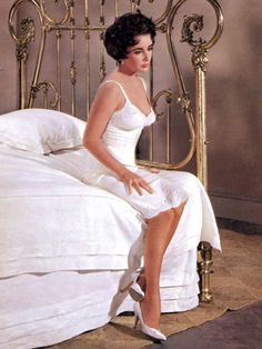 """Elizabeth Taylor As Maggie In """"Cat On A Hot Tin Roof"""""""