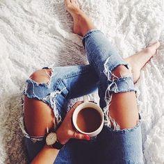 Coffee in bed. Vintage Stil, Girl Photography Poses, Tumblr Girls, Coffee Time, Morning Coffee, Tea Time, Photo Poses, Denim Fashion, Moda Fashion